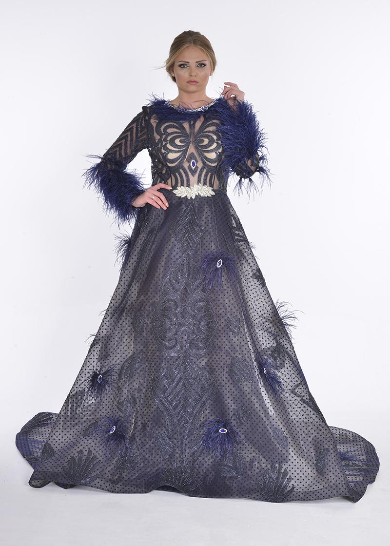 فستان دانتيل مع ريش